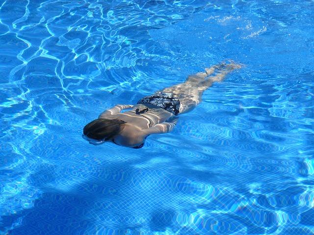 paní pod vodou