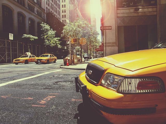 taxi na křižovatce