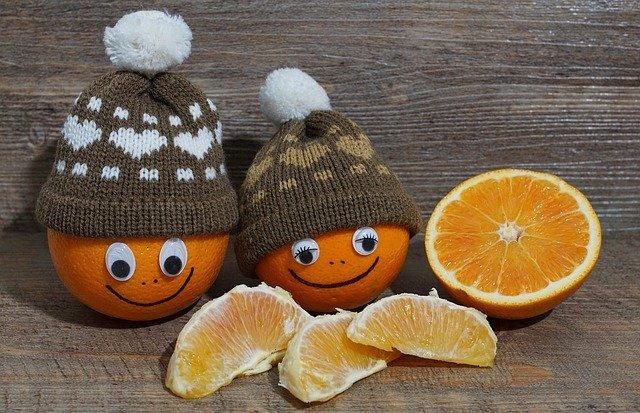 pomeranče s čepicí