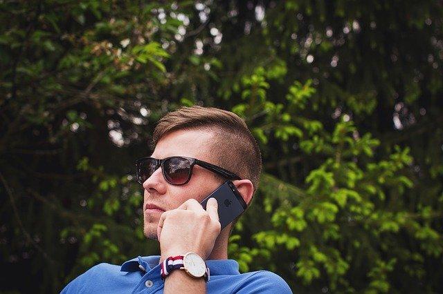volající člověk