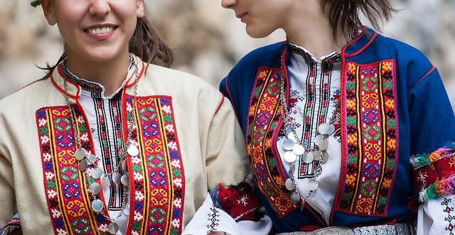 folklorní šaty