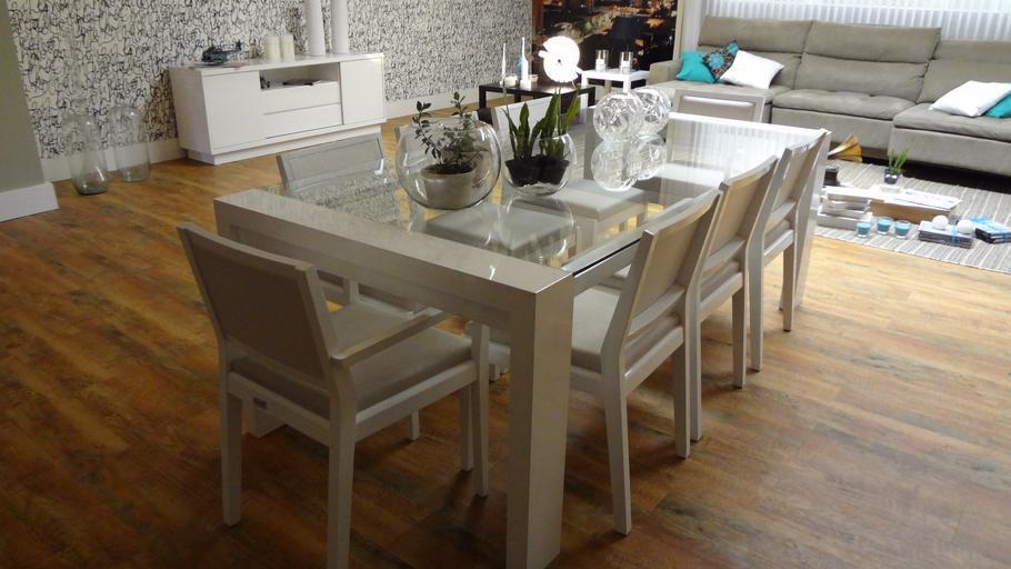 Vybírejte jídelní set, abyste měli více místa u stolu
